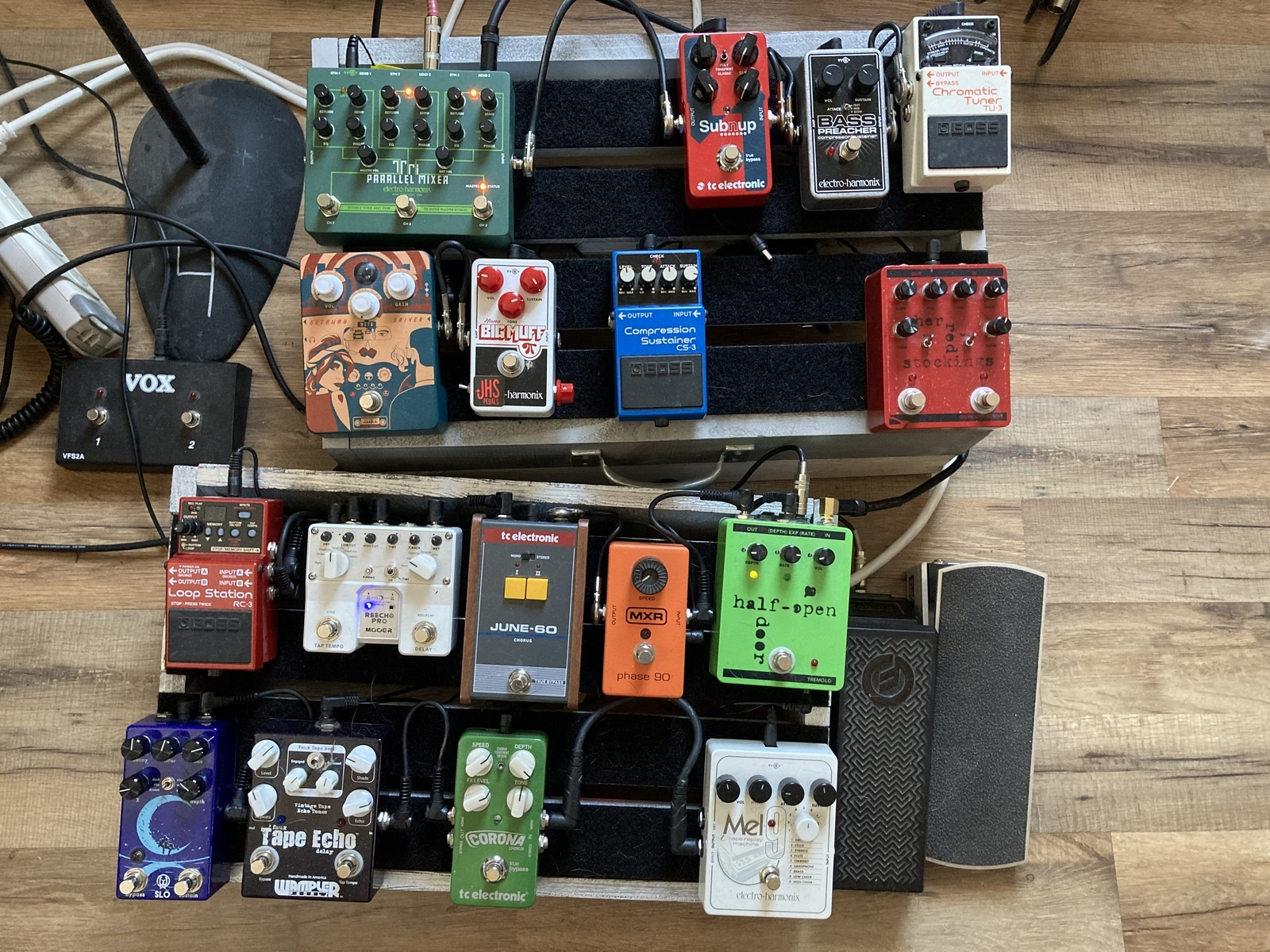 Photo of Ernie Ball Volume Pedal and more gear in a pedalboard