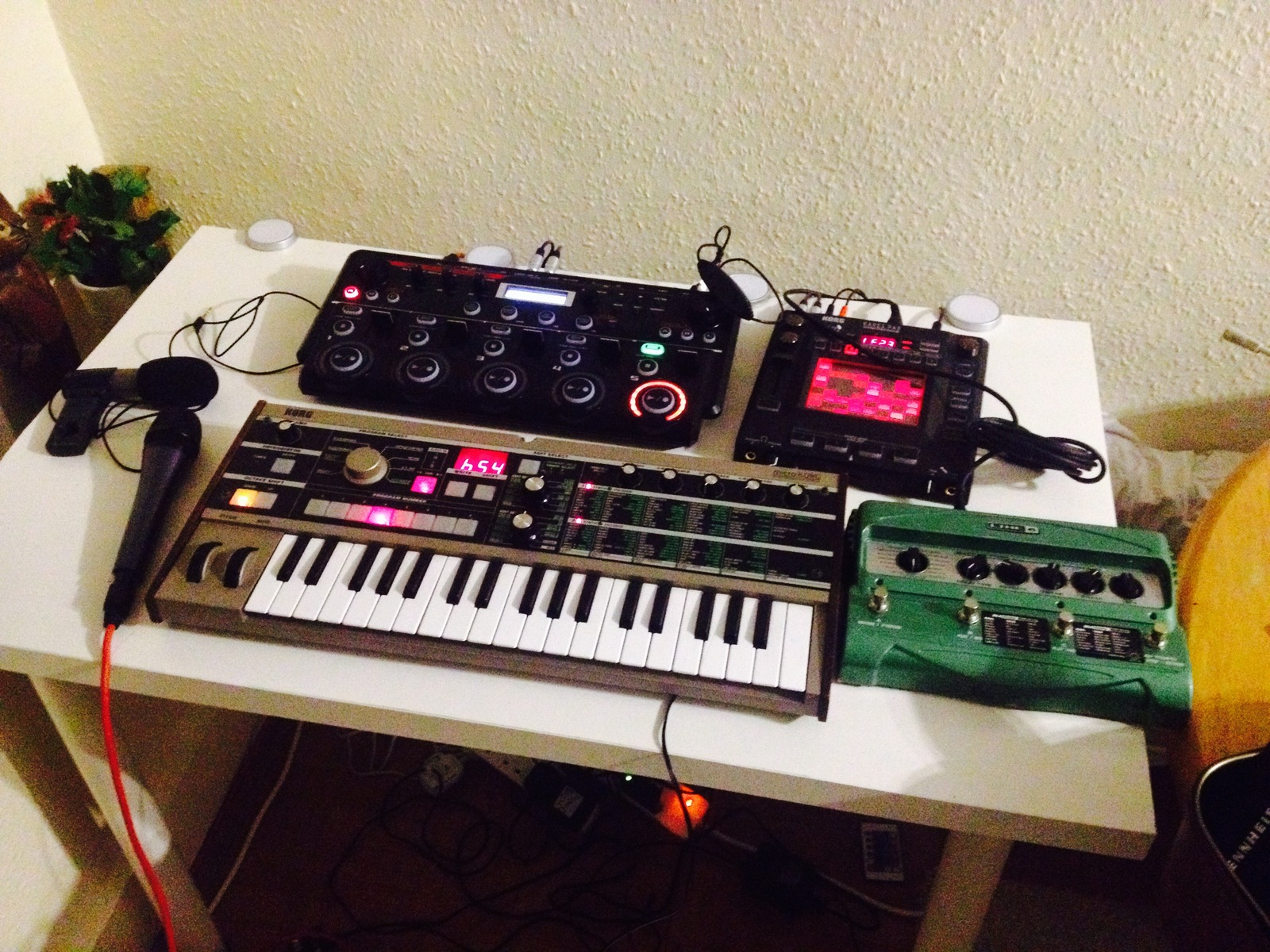 Photo of Line 6 DL4 Delay Modeler and more gear in a synths