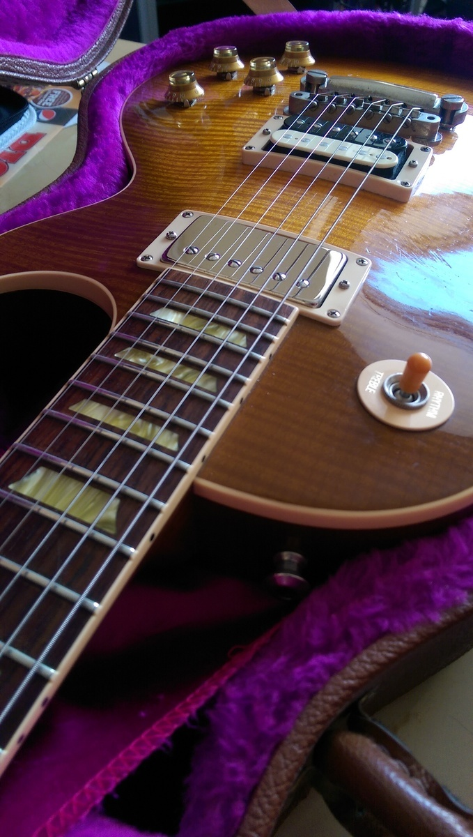 Photo of Gibson Les Paul Standard Electric Guitar in a guitar and closeup
