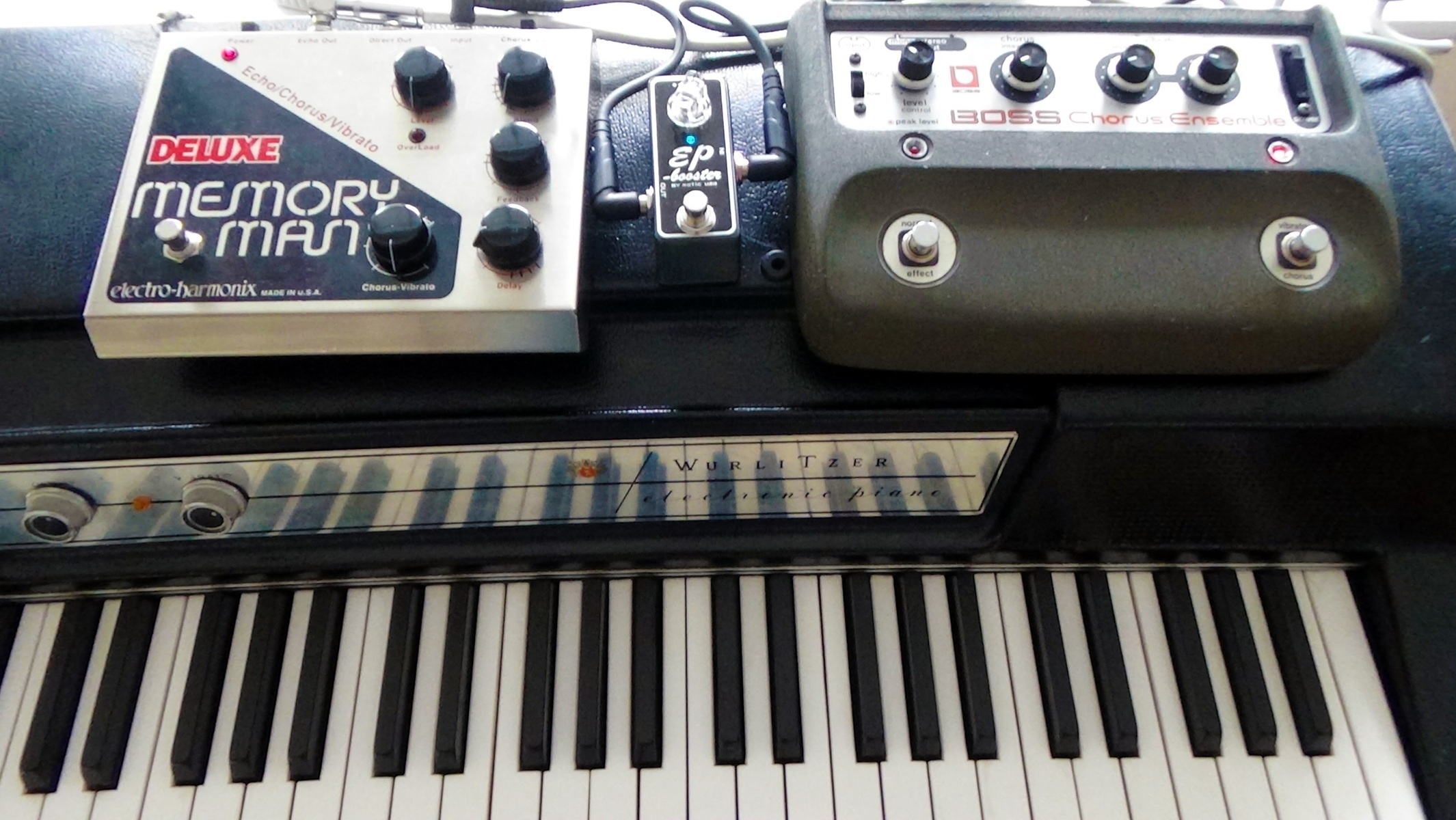 Photo of Wurlitzer 200A and more gear