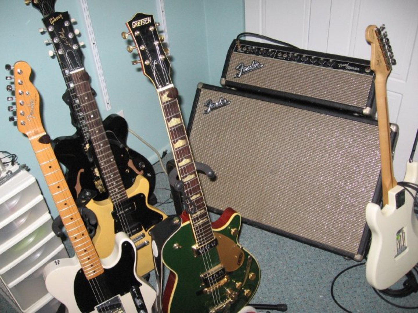 jimmarchi1's guitar and amplifier photo containing Fender Jimmie Vaughan Tex-Mex™ Strat®, Fender Bandmaster, Gibson Les Paul Special, Fender Classic Esquire Telecaster, Carvin SH225, and Gretsch G6128TCG Duo Jet Cadillac Green
