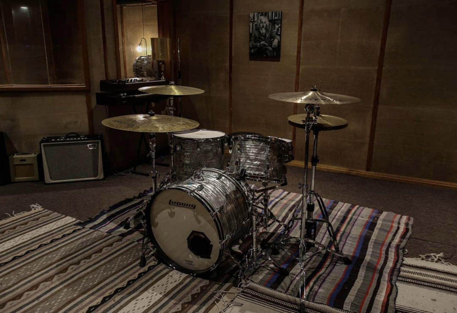 Photo of Ludwig Black Oyster Pearl Kit