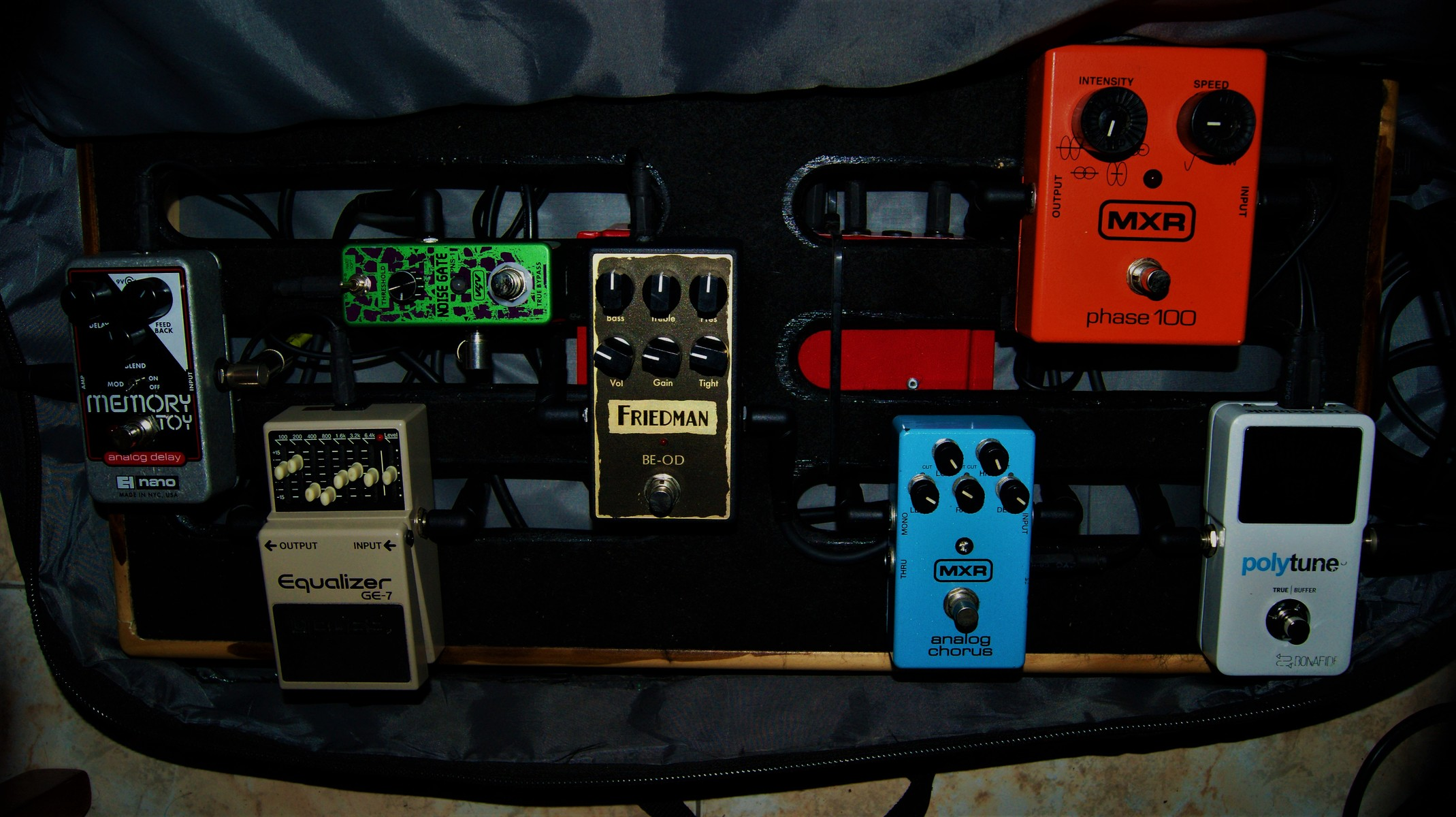 oscar_g_martinez_p's music gear photo containing Boss GE-7 Equalizer, Electro-Harmonix Memory Toy, MXR M107 Phase 100, MXR M234 Analog Chorus, Friedman BE-OD Overdrive Pedal, TC Electronic PolyTune 3, and Rowin Guitar Noise Killer Noise Gate Suppressor Effect Pedal
