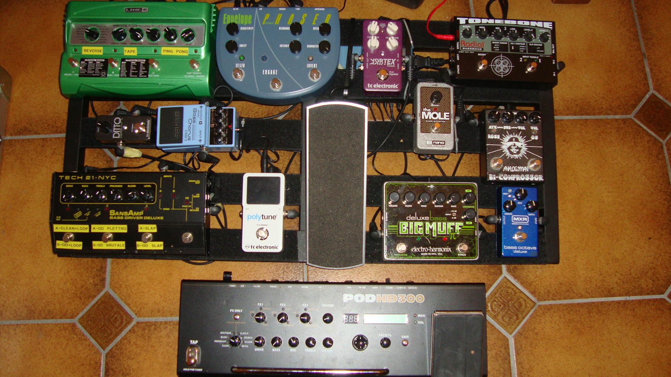 Photo of Line 6 DL4 Delay Modeler and more gear in a pedalboard