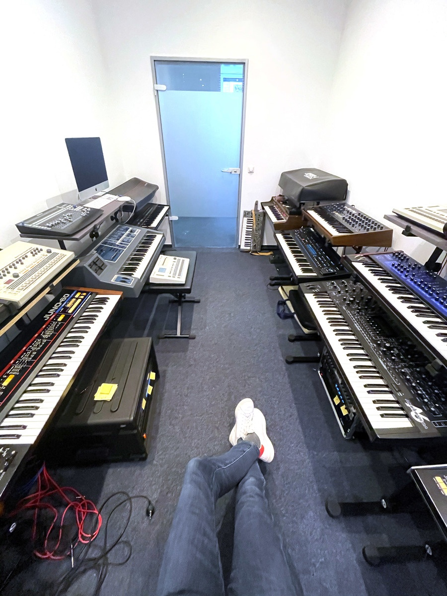 Photo of Yamaha DX7 and more gear