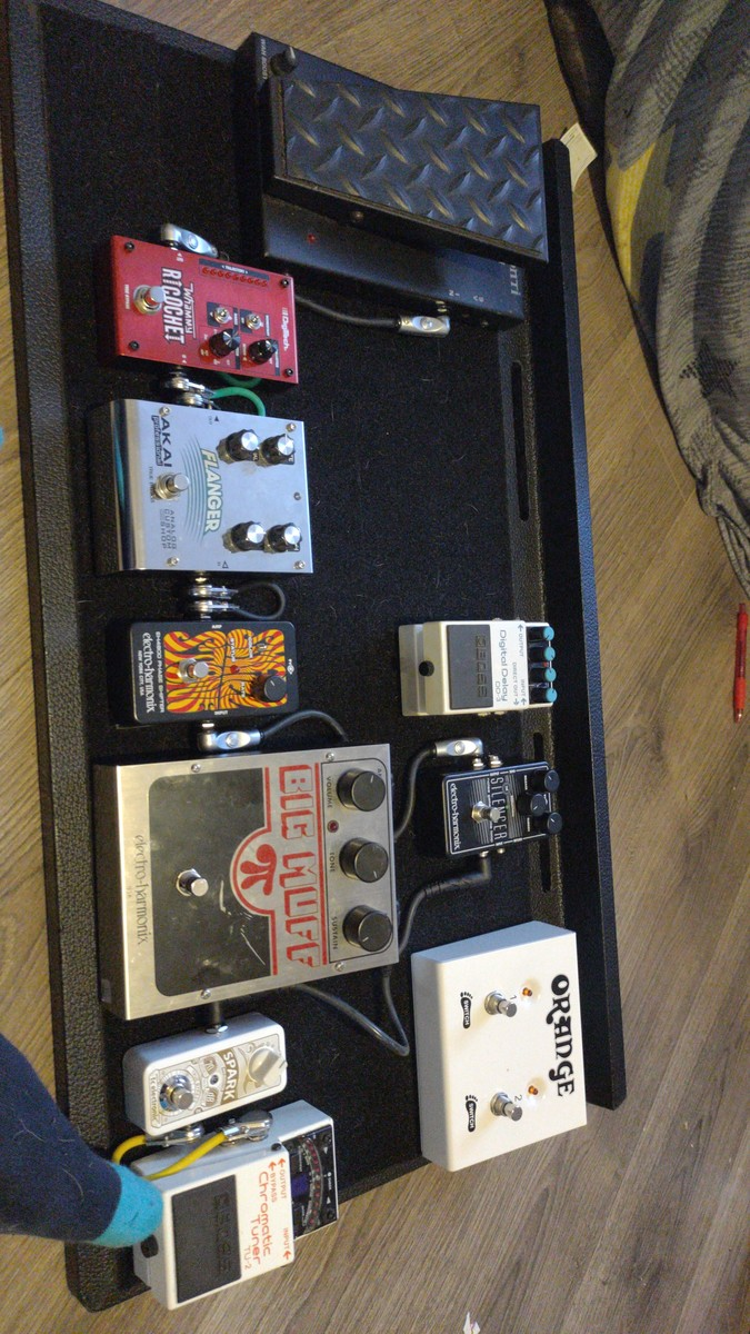 Photo of Electro-Harmonix Small Stone Phase Shifter V2 and more gear