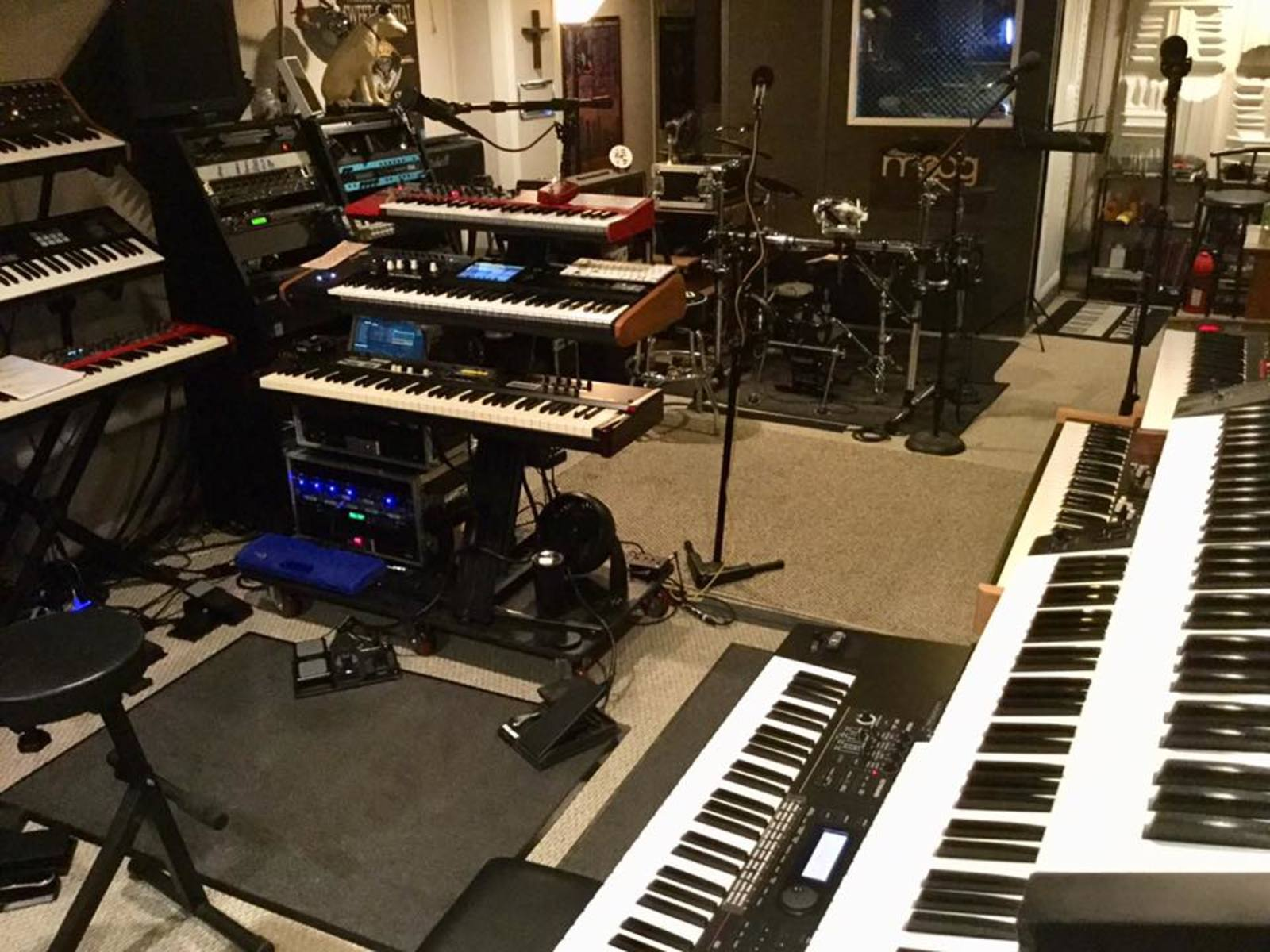 Photo of Roland JUNO-DS 61 Synthesizer and more gear