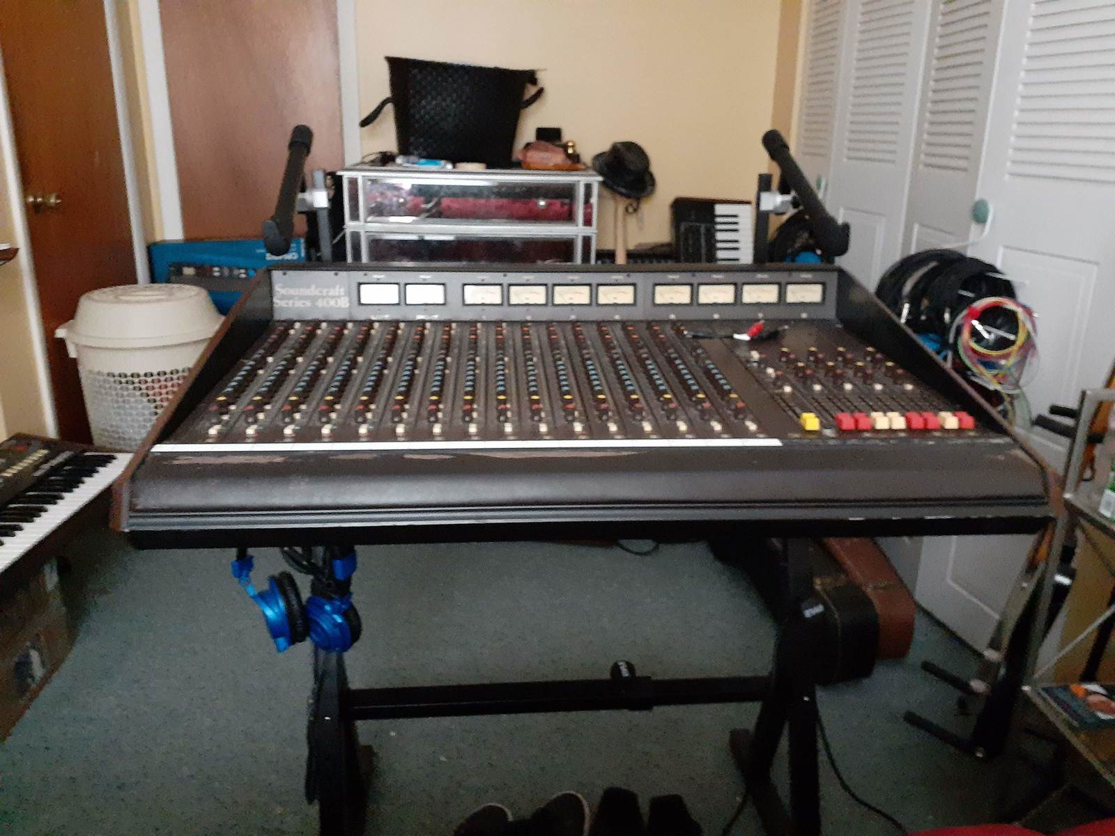 jimmarchi1's music gear photo containing Soundcraft 400B 16 channel frame