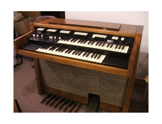 Hammond M-100 Organ