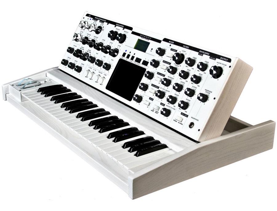 Minimoog Voyager White Edition