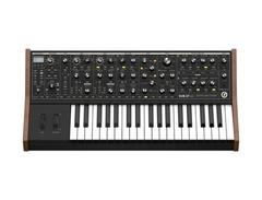 Moog sub 37 paraphonic analog synthesizer s