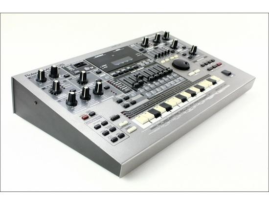 Roland MC 505