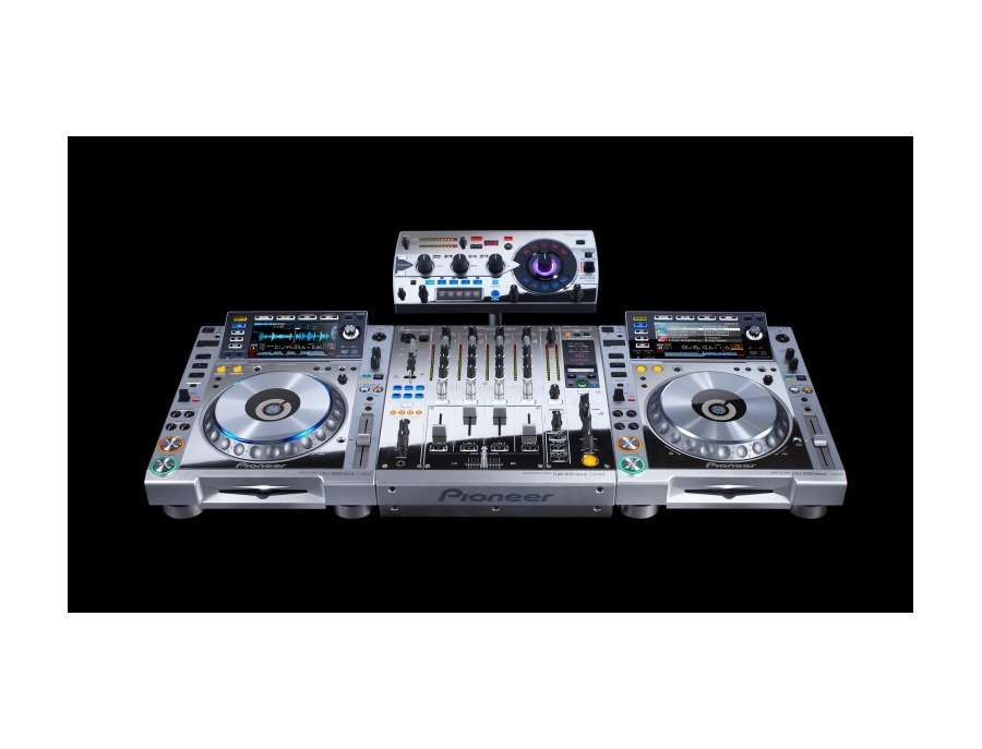 Pioneer CDJ-2000nexus Platinum Edition and mixer