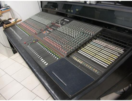 AMEK G2520 Console