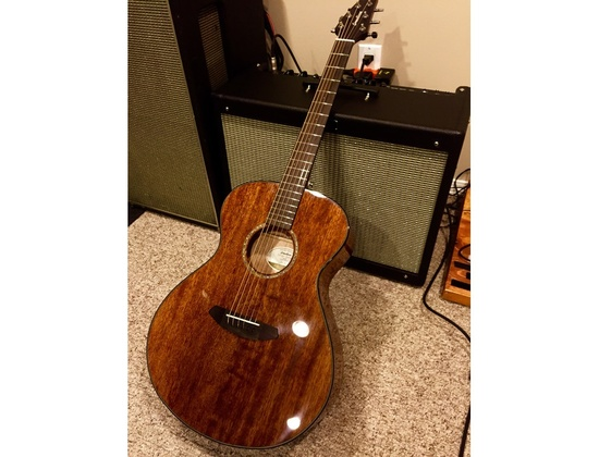 Breedlove Pursuit Concert Mahogany