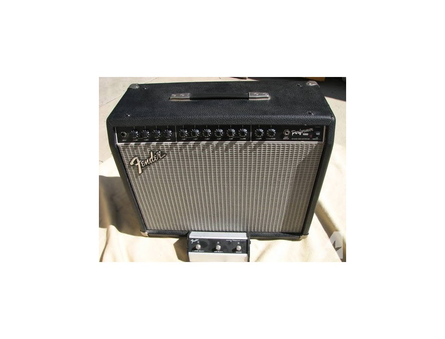 Fender performer 1000 xl