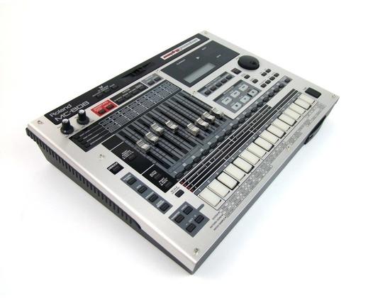 Roland MC-808 Groovebox