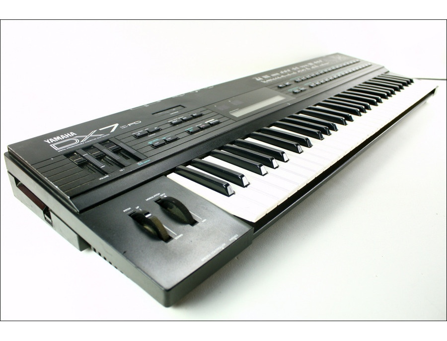 Yamaha DX7-IIFD Reviews & Prices | Equipboard®