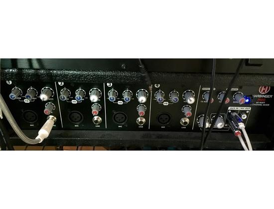 Harbinger M60 60 Watt 1 Channel Mixer with Speakers Monitors