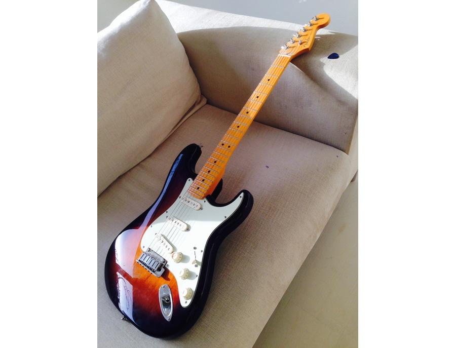 Fender American Deluxe Stratocaster Maple Neck 3 Color sunburst