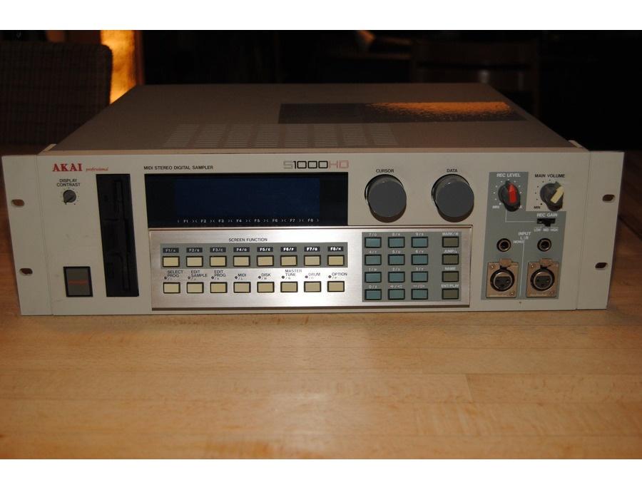 Akai S1000HD Sampler