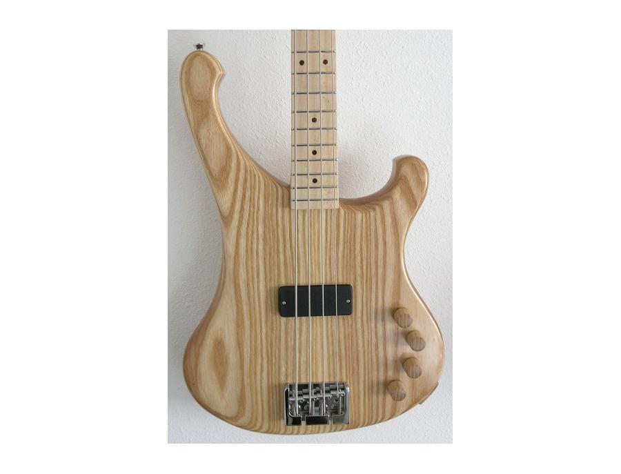Garz Kira Bass