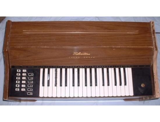 Silvertone Chord Organ [659.47060]