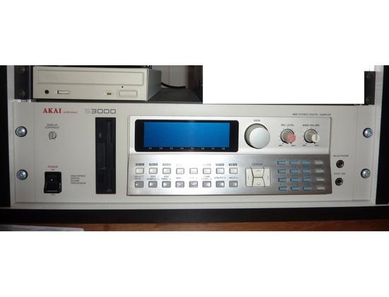 Akai S3000