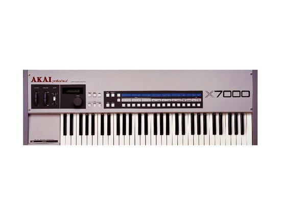 Akai X7000 Sampler Synthesizer