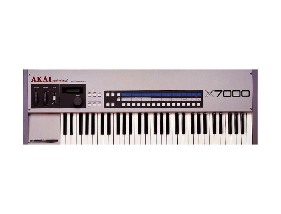 Akai X7000 Sampler Synthesizer