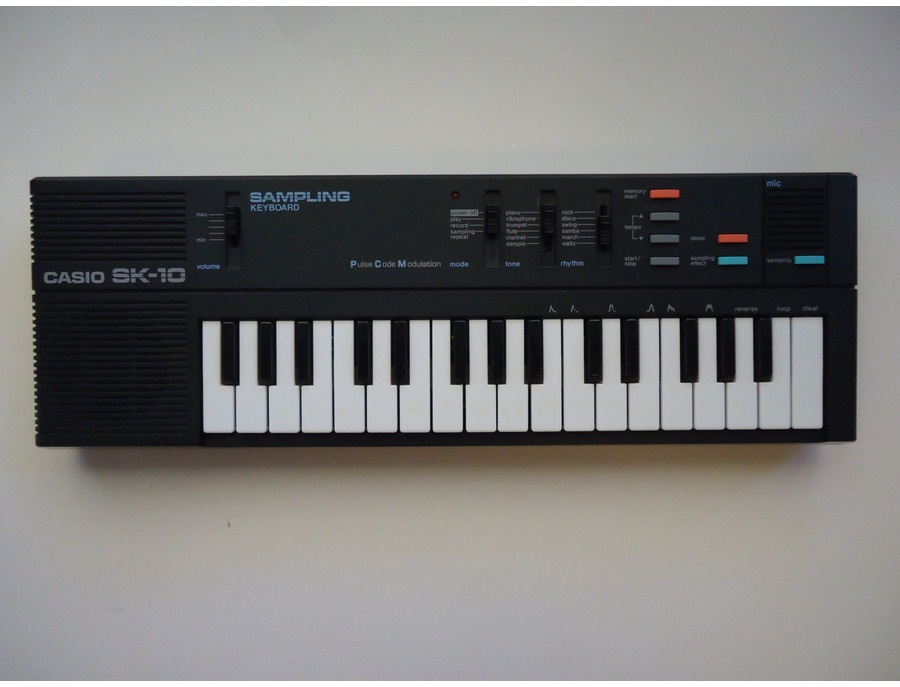 Casio Sk-10 (added an Audio out port)