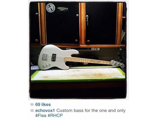 Fender custom shop Jazz bass with a humbucker