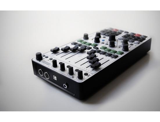 VERSUS controller