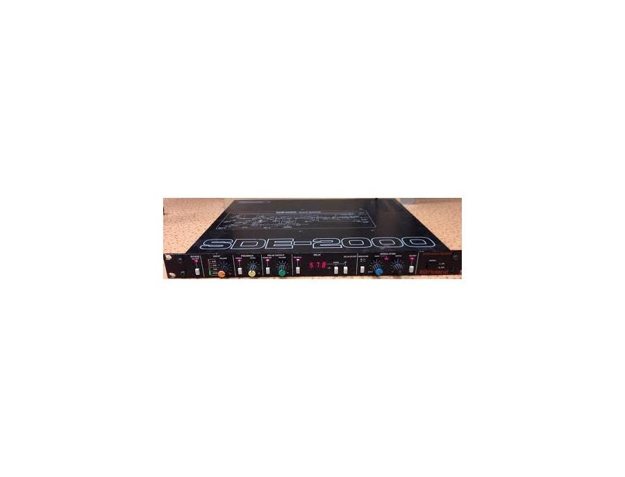 Roland SDE-2000 Digital Delay