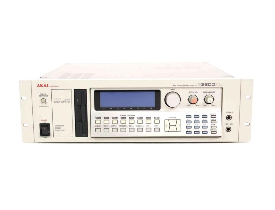 Akai S3200XL