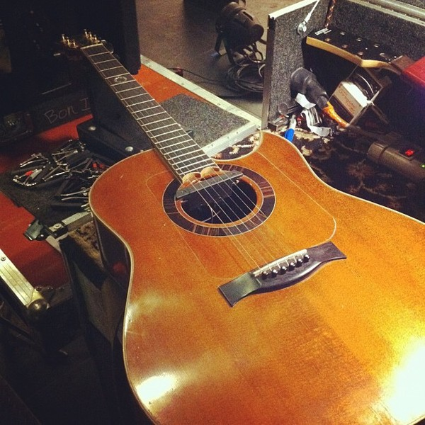 justin vernon 39 s bischoff bon iver 39 s custom acoustic guitar equipboard. Black Bedroom Furniture Sets. Home Design Ideas