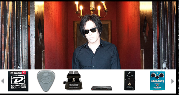 Troy Van Leeuwen's MXR Custom Audio Electronics MC-403 Power Distributor
