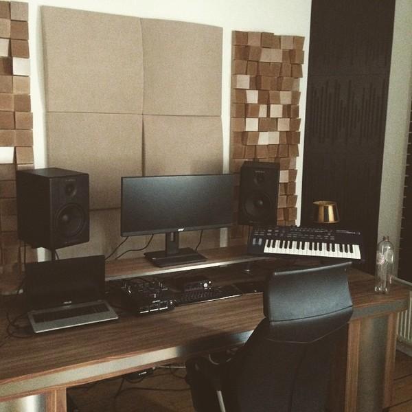 Bakermat's M-Audio BX8 D2