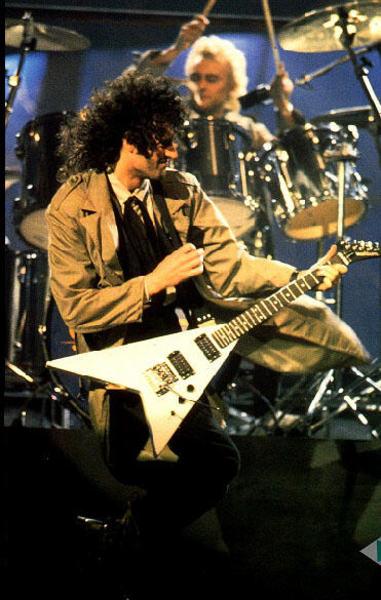 Brian May's Washburn RR-V