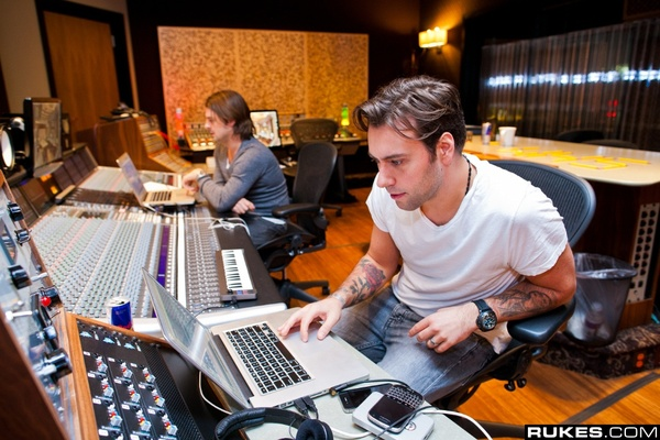 Sebastian Ingrosso's M-Audio Keystation Mini 32 Ultra-Portable USB MIDI Keyboard Controller