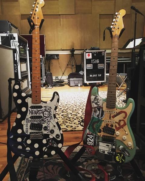 Billie Joe Armstrong S Custom Made White Dots Stratocaster