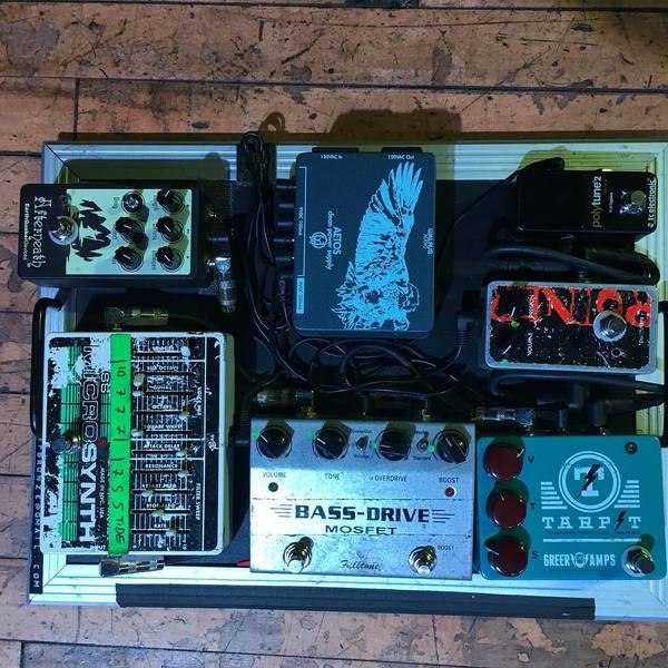Rodrigo Palma's Electro-Harmonix Bass MicroSynth Effects Pedal