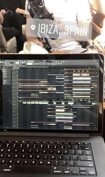 Martin Garrix S Apple Macbook Pro Retina 15 Inch Mid 2015 Equipboard 174